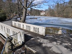 Hráz rybníka Hastrman bude během oprav uzavřená.