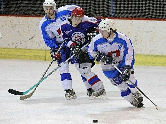 Světelští hokejisté (v bleděmodrém) jasně dominují krajské hokejové lize.