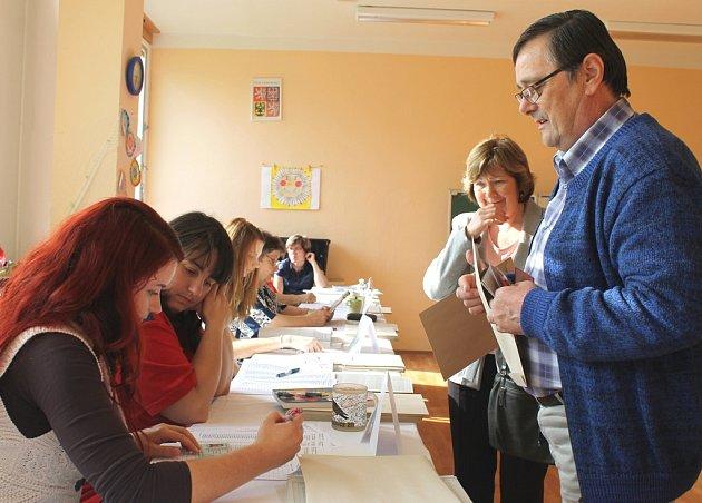 Voliči rozdali karty a politici si s tím nyní musejí při povolebních vyjednáváních poradit. Ilustrační foto.