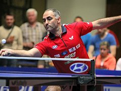 Druhý bod získal v Hradci Petr Korbel (na snímku), který porazil Petera Šeredu v pěti setech.