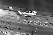 Policisté hledají důležitého svědka případu - řidiče světlého auta.