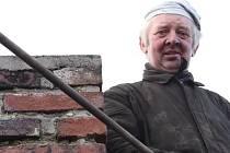 Jaroslav Voda z Hřiště u Přibyslavi patří mezi velmi zkušené kominíky na Havlíčkobrodsku.  Profesi se už věnuje dlouhá léta, stejně jako mistr Štancl z Havlíčkova Brodu.