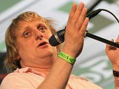 Několikadenní festival Sázavafest se loni konal od 31. července do 2. srpna ve Světlé nad Sázavou. Mezi hlavní hvězdy pátečního večera patřil bavič Lukáš Pavlásek.