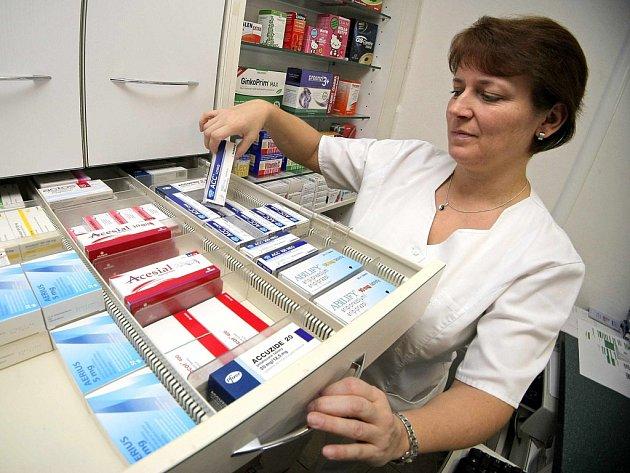 Seniorům z Křižánek jezdí pro léky sociální pracovnice