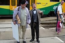Malíř Panuška a spisovatel Hašek 25. srpna 1921 vystoupili na nádraží ve Světlé. Rekonstrukce události v humorném tónu probíhala právě teď o víkendu.
