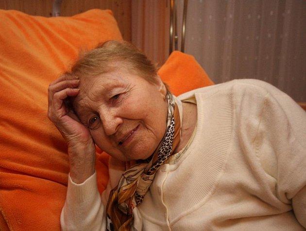 Komu se poštěstí nikdy neopustit rodnou hroudu a za 85 let na ní prožít vše dobré i zlé? Na snímku Vlasta Kasalová, s níž odešel kus historie Přibyslavi, deset dnů před svým úmrtím.