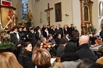 Tradiční Rybova mše zazněla v pondělí v kostele sv. Václava ve Světlé nad Sázavou.