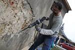 Pokračující opravy kostelíka sv. Kateřiny v Brodě.