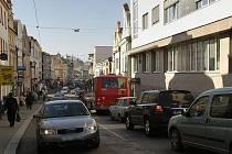 """Dolní ulicí od """"téčka"""" až po náměstí už auta neprojedou."""