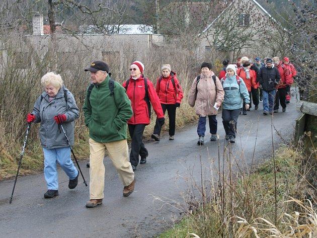 Dvanáct kilometrů. Právě tolik ušla stovka účastníků včerejšího Novoročního sestupu do údolí Doubravy.