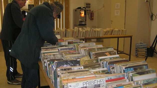 Knihovna pořádala burzu vyřazených knih.