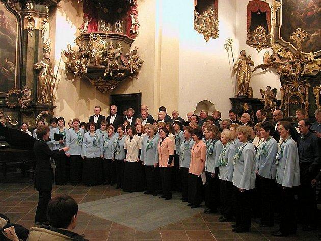 Jasoň zpívá bez přerušení již neuvěřitelných 155 let a patří mezi nejstarší české sbory vůbec, je to však stále neobyčejně činorodé těleso. Ilustrační foto.