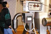V rámci pivních slavností nechává pivovar návštěvníky nahlédnout i do výrobních prostor.