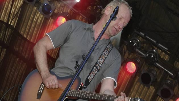 I když se  David Koller objevil na festivalovém pódiu poprvé, evidentně si vystoupení vychutnával.
