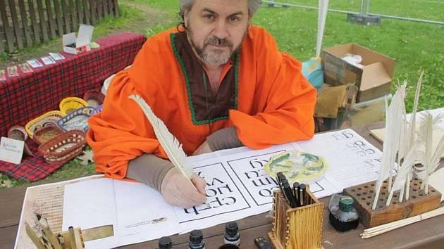 V brodském gymnáziu v sobotu 8. července proběhne kurz kaligrafie se zaměřením na gotické písmo.