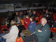 Ve filmovém klubu mají návštěvníci možnost vidět filmy, ke kterým by se běžně nedostali. Klub také nabízí možnost setkat se s přáteli a komunitně se sdružovat. Ilustrační foto: