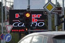 Na jedné z hlavních havlíčkobrodských křižovatek (Masarykova – Humpolecká) stojí kromě semaforů světelné signalizace také barevný reklamní panel. Podle mnoha řidičů však světla na semaforech mohou v určitém úhlu nebo v nočních hodinách zaniknout.