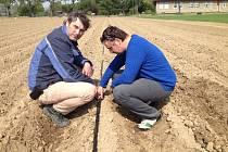 Havlíčkobrodští výzkumníci nainstalovali závlahy na polích u Valečova.