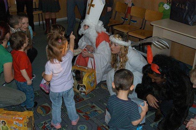 Štědrý den: ve věznici příliš neslaví, děti z dětského domova si to vychutnají