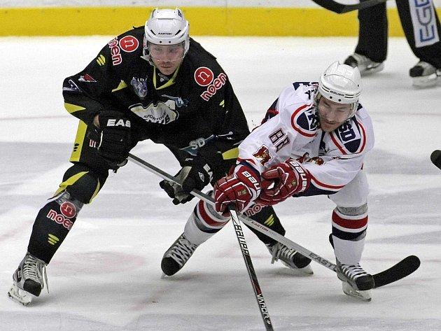 Šlapou jako hodinky. Už v osmém utkání v řadě odcházeli z ledu hokejisté Havlíčkova Brodu (na snímku Milan Kostourek)  s nějakým bodovým ziskem.   Poslední vydřené dva body těší o to více, že je Rebelové získali s podobně výborně hrající Kadaní.