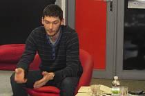 Novinář Martin Svoboda se zaměřuje na filmovou a televizní publicistiku a zpravodajství. Na besedě v Havlíčkově Brodě vyprávěl o své práci a posluchačům doporučil i kvalitní seriály.