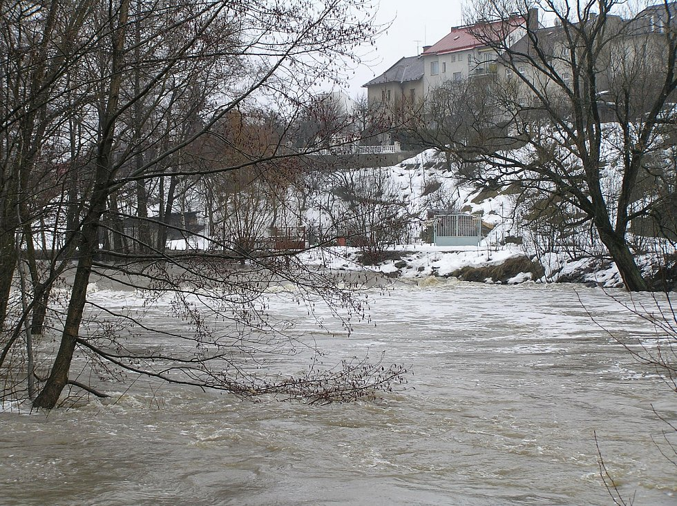 Tak vypadaly záplavy v Brodě před několika lety. Po odbahnění řeky se riziko sníží.
