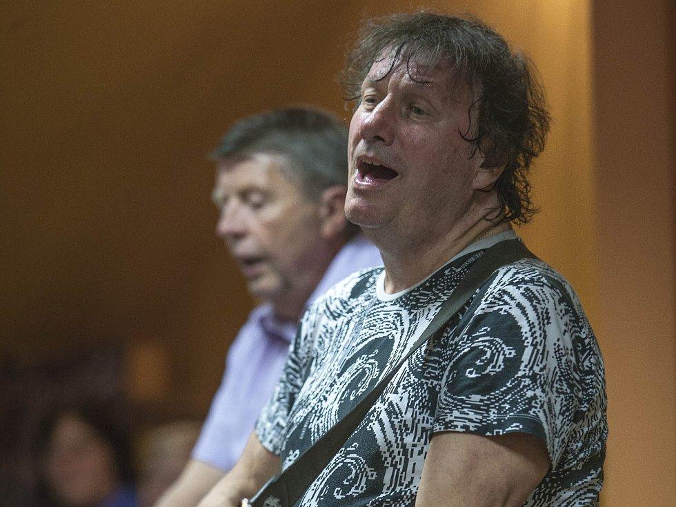 Stanislav Hložek nemohl zChotěboře odejít bez toho, aby nezazpíval.