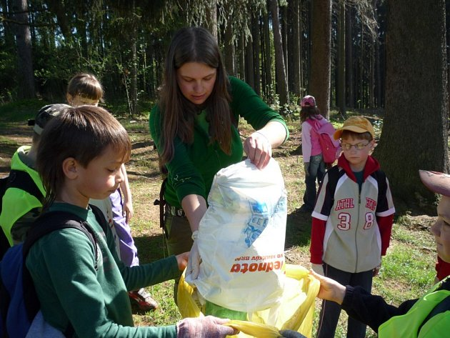 Do akce se zapojily i děti ze světelských základních škol. V parku, ve škarpách a na březích Sázavy se sebralo velké množství odpadu.