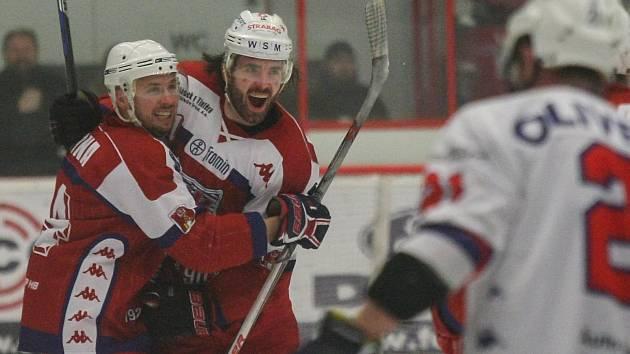Havlíčkobrodští hokejisté zvládli úspěšně první krok v baráži o postup do první ligy. Doma porazili Vlky z Jablonce 6:2. Dnes je čeká od 18 hodin ostravská Poruba.