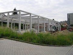 Nový supermarket v Brodě roste před očima.