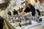 Unikátní zařízení za více než padesát milionů korun by mělo zlepšit produkci havlíčkobrodských tiskáren. Celá linka je dlouhá několik desítek metrů.