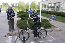 Mladí školáci v akci, při dopravní soutěži na Základní škole Nuselská v Havlíčkově Brodě. Pravidelná osvěta a prevence v oblasti dopravní výchovy  je více než potřebná.