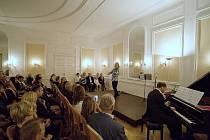 Na zámku ve Vilémově koncertují pravidelně významní umělci, například Pavel Šporcl. Pokaždé je vyprodáno.