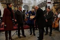 Kniha o rodu Stamiců byla slavnostně pokřtěna u příležitosti koncertu Kurfalckého komorního orchestru z Mannheimu, Komorní filharmonie Pardubice, pěveckého sboru Boni Pueri a Smíšeného pěveckého sboru Jasoň v kostele Nanebevzetí Panny Marie.
