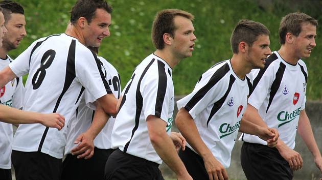 Fotbalisté Chotěboře (na snímku) si po výhře v Jaroměřicích si vyšlápli a na lídra tabulky z Herálce. Toho porazili gólem z pokutového kopu.
