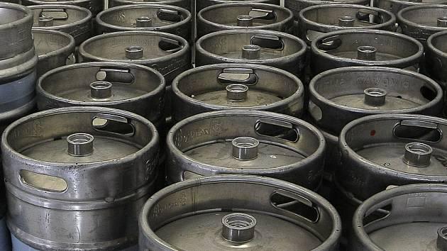 Pivní sudy. Ty hrají v odhaleném případu zásadní roli. Pivovaru Jihlava vznikla škoda téměř za milion korun. Ilustrační foto: