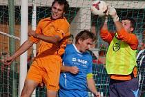 Záchranu má Mírovka (v oranžovém kapitán Michal Netopilík) ve svých rukách.