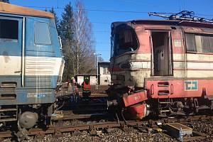 Na Havlíčkobrodsku se srazily dva vlaky.