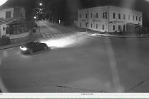 Policisté pátrají po tmavém autě, které 12. října projíždělo Ždírcem nad Doubravou.