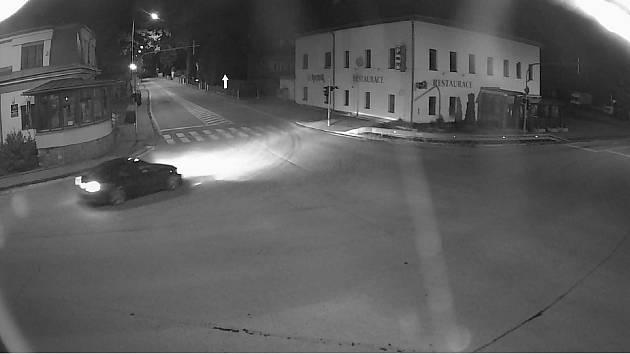 Policisté hledají svědky dopravní nehody u Ždírce. Nyní pátrají po tmavém BMW