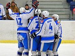 Radost si vychutnali hokejisté Světlé, když v nejkratším možném termínu postoupili do semifinále.