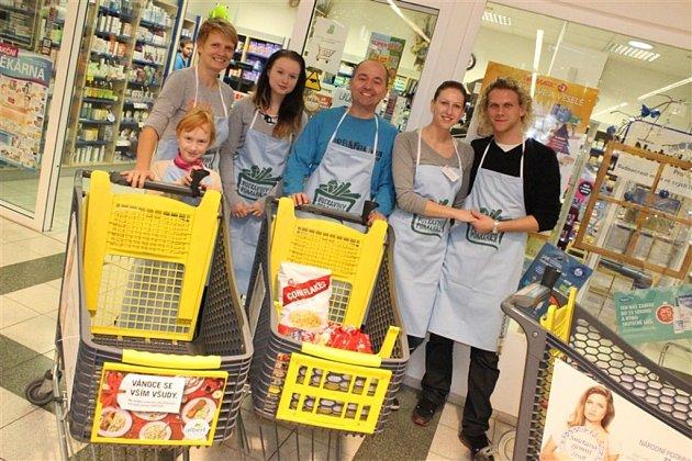 Výtěžek z potravinové sbírky v Chotěboři pomůže klientům Fokusu.