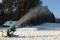 Na Kadlečáku se chystají na lyžařskou sezonu.