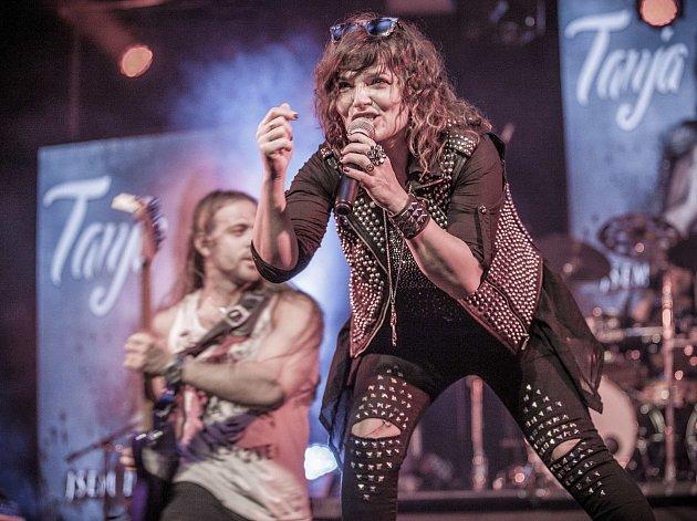 Rocková zpěvačka Tanja se v chotěbořském kině představí v jemnějším tónu. Doprovodí ji saxofonistka Andrea.