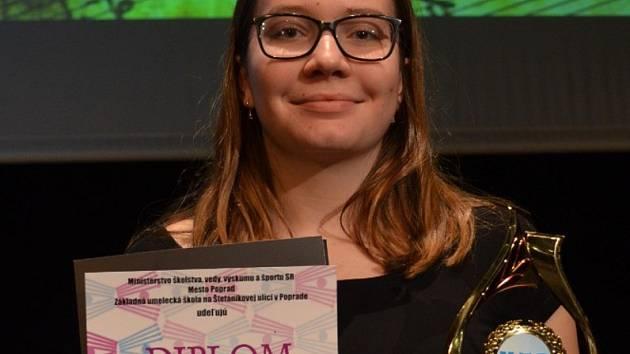 Úspěšná akordeonistka Michaela Šrámková s oceněním.