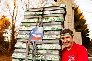 Pustevny - Rekordní pivní náklad 256 kg vynesl Zdeněk Pácha z Bašky u Frýdku-Místku z Pusteven až k soše Radegasta. Trasu dlouhou přes 1200 metrů zdolal za 3 hodiny a 5 minut. Svůj rekordní zápis věnoval pivovaru Radegast, který v tomto roce slaví 50 let
