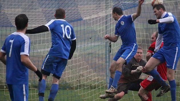 Leština hostila souseda ze Světlé nad Sázavou a zápas nakonec rozhodla penalta ze 17. minuty.