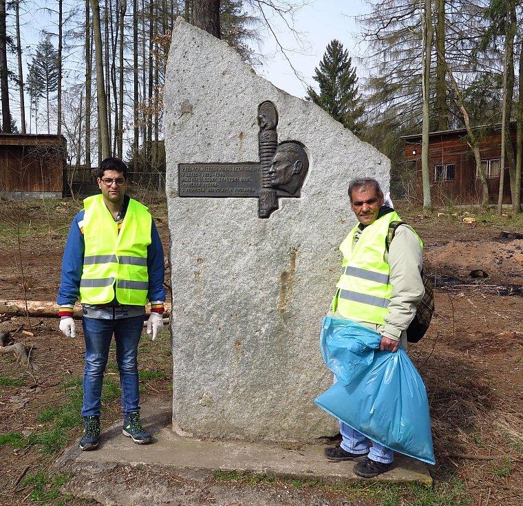 Uklízeli odpadky. Tradiční jarní úklid v okolí řeky Sázavy