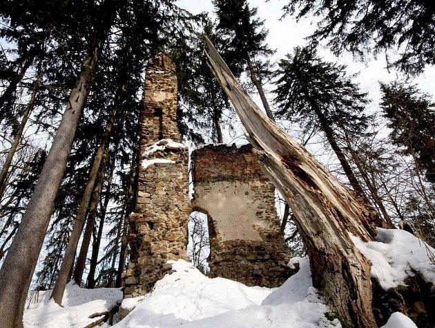 Čerstvě vytištěné čtvrté číslo Přibyslavského čtvrtetníku ročníku 2010 přetiskuje článek o zřícenině hradu Ronov od Edvarda Herolda, který zveřejnil Světozor v roce 1872. I dnes má Ronov mystické kouzlo.