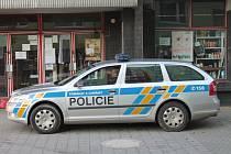 Zavřeno,vyšetřuje se. Prodejny na vesnicích a malých městech mají sice zpravidla elektronické zabezpečení, ale zloději obvykle stačí před příjezdem policistů prchnout.
